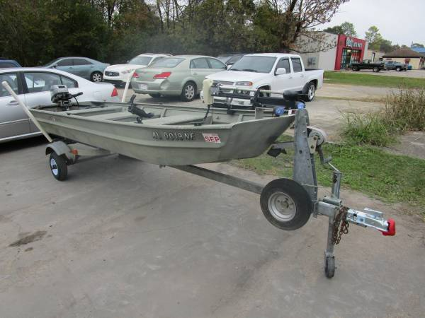 Photo Dura-Craft Crappie Boat - $2,900 (Hueytown)