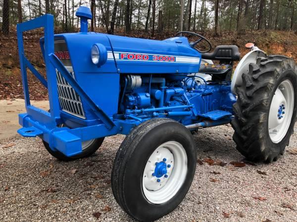 Photo Ford 3000 Diesel Tractor - $6,300 (Mc Calla)