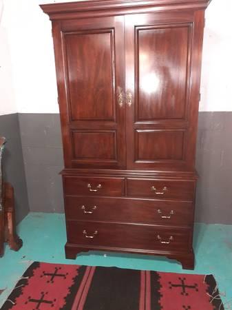 Photo Henkel Harris Cabinet - $650 (Leeds)