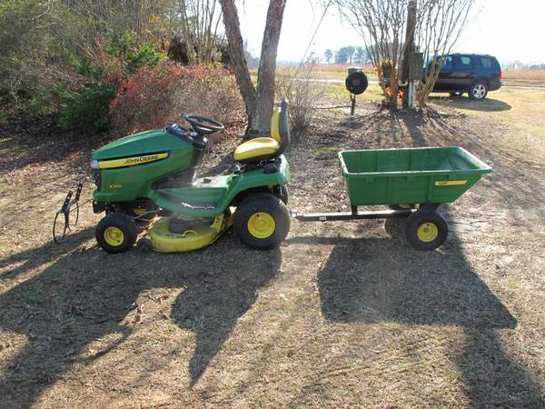 Photo JOHN DEERE X300 LAWN MOWER WITH CART AND BUCKET HOLDER.......LOW HOURS - $1,800 (Hanceville)