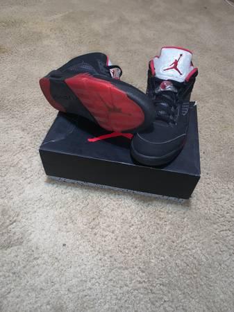 Photo Jordan 5 Retro Lowtop Red  Black - $315 (Homewood, AL)