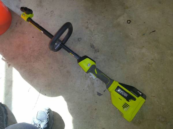 Photo RYOBI RY40270 40V BRUSHLESS EXPAND-IT STRING TRIMMER Power Head Only - $20 (Birmingham)