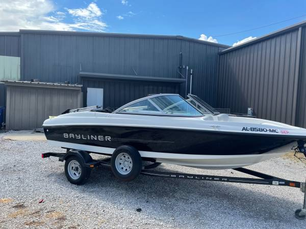 Photo Used 2011 Bayliner 175 Ski Boat Financing Available No Fees - $12,999 (Perfect For Family Fun In Stock Now)