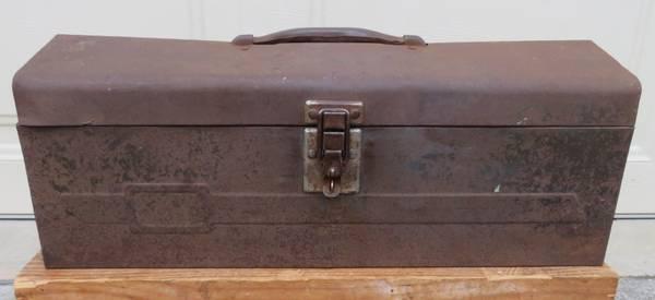Photo Vintage Metal Tool Box - $10 (Trussville)