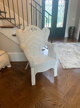 Photo Vintage White Wicker Armchair - $50 (Greystone Legacy280)