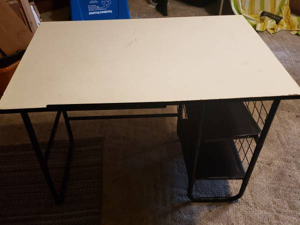 Photo White Desk - $20 (Tuscaloosa)
