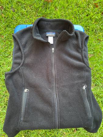 Photo Womens Patagonia fleece vest - $40