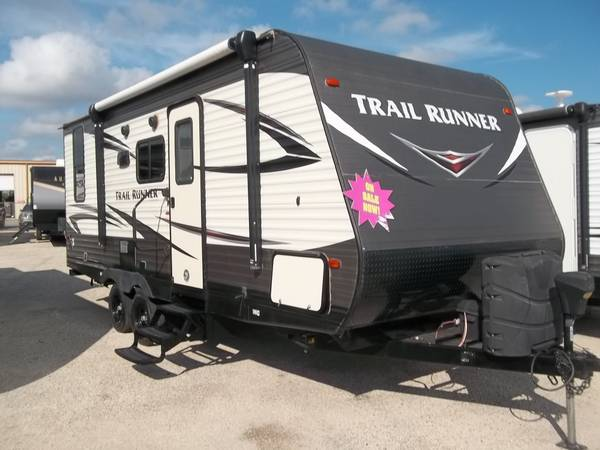 Photo 2018 Heartland Trail Runner travel trailer, M-21, super nice - $18,995 (San Antonio)