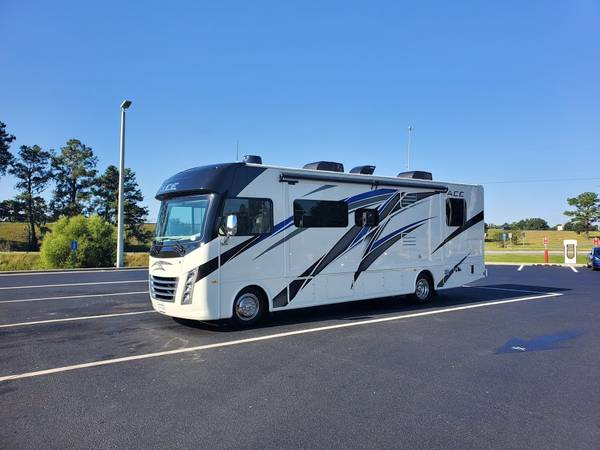 Photo 2021 Thor ACE Motorcoach 30.4 - $99,900 (New Braunfels)