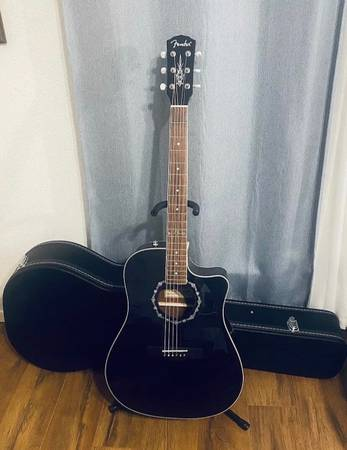 Photo Fender T-Bucket 300ce w Case - $550 (San Antonio)