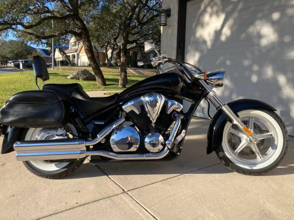 Photo Honda Sabre 1300 4700 miles new tires - $4,950 (Stone oak)