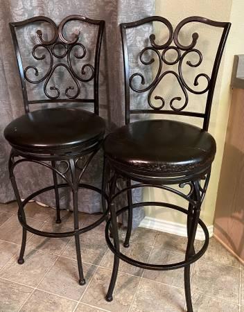Photo Iron Leather Bar Swivel Dark Brown Stool - $40 (San Antonio)