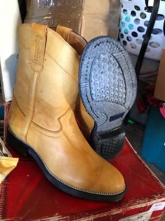 Photo Mens Work Boots - $50 (Hueco ranch Rd El Paso)
