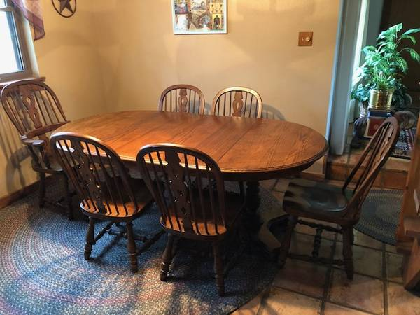 Photo Solid Oak Dining Room Table W6 Chairs - $950 (Bulverde)