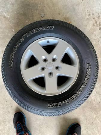 Photo Tire Goodyear Wrangler - $30 (San Antonio)