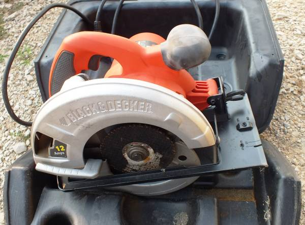 Photo Used  Black and Decker 12 s 7-14 in. Corded Circular Saw - $25 (Seguin,Tx)