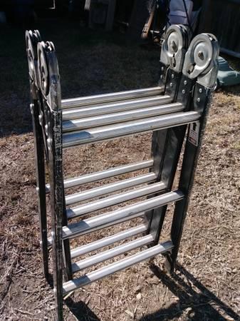 Photo Versaladder Metal 12 FT Folding Ladder - $125 (San Antonio)