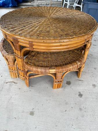 Photo Vintage Wicker Bamboo Rattan Coffee Table andnStools - $175 (KERRVILLE)