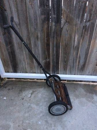 Photo Walk Behind Reel Lawn Mower - $20 (South East San Antonio)