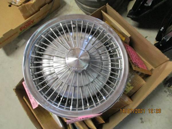 Photo 1973-1976 chevrolet monte carlo impala gm wire spoke hub cap 3049 - $65 (greene ny)