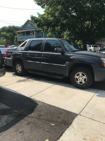Photo 2003 Chevy Avalanche - $2,700 (Kirkwood)