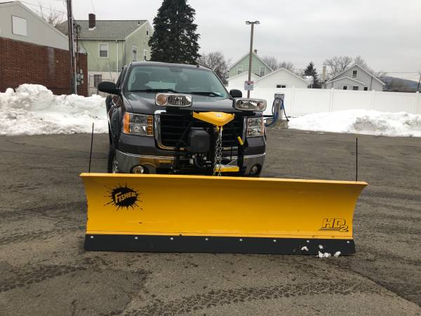 Photo 2010 GMC HD 2500 4x4 truck with new fisher plow - $19,500 (Union, ny)