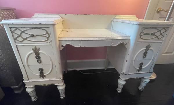 Photo Antique White Vanity - $100 (Endicott)
