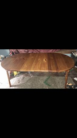 Photo Antique solid wood finished dining room table with two leafs - $899 (Soutside)