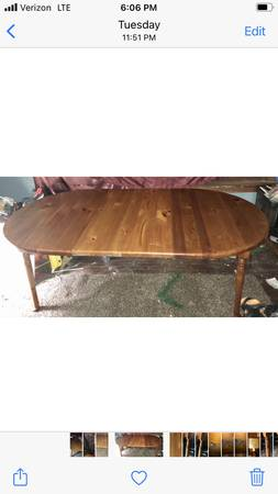 Photo Antique solid wood finished dining room table with two leafs - $699 (Soutside)