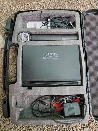 Photo Audio 2000 Professional dual channel UHF wireless Microphone system AW - $125 (Marathon)