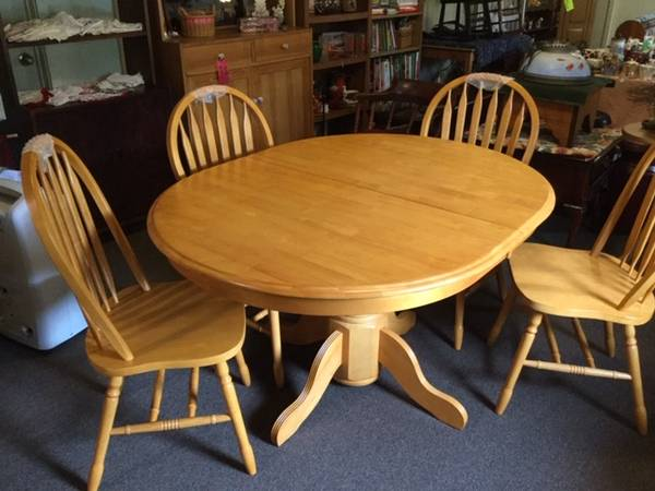 Photo Butterfly Leaf Table with 4 Chairs REDUCED - $499 (Windsor)