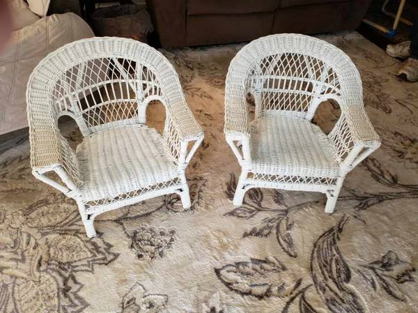 Photo Children39s White Wicker Chairs - $50 (Endicott, NY)