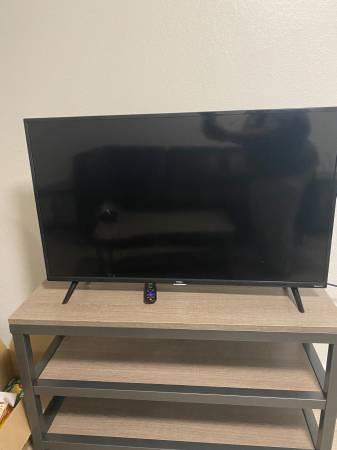 Photo Cracked TCL 43S425 43 Inch 4K Ultra HD Smart Roku LED TV (2018) - $50 (Vestal)