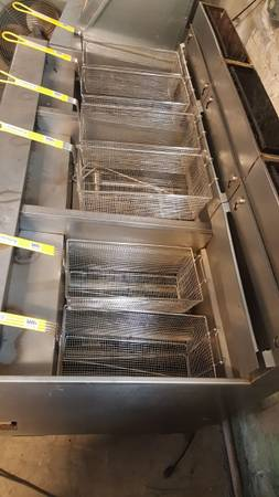Photo FRYER BANK Chicken Fish 3 X 90 lb FILTRATION Used Tested Warranty - $3,400 (Welsh Restaurant Equipment)