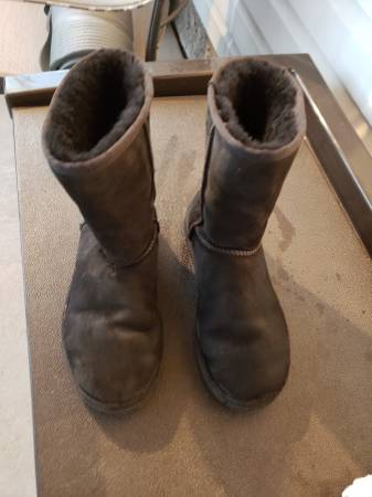 Gently Used Size 7 Girl39s UGG39s UGGS Black Color - $10 (Endwell)