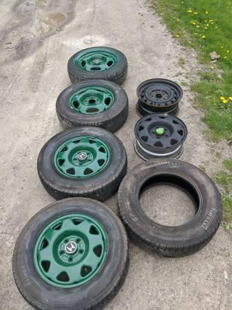 Photo Honda CR-V rims  all season Pirelli tires - $125 (Norwich)