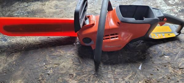 Photo Husqvarna 120i 36v cordless chainsaw - $125 (Norwich ny)