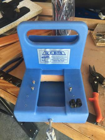 Photo Ice fishing fishfinder Dave Genz portable box vexilar - $22 (newark valley)