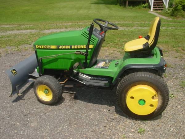 Photo John Deere GT 262 Lawn  Garden Tractor 48quot Deck  Snow Plow - $1,250 (Hallstead)