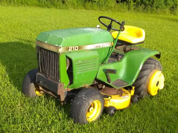 Photo John Deere Garden Tractor Mower Vintage hard to Find - $650 (Owego)