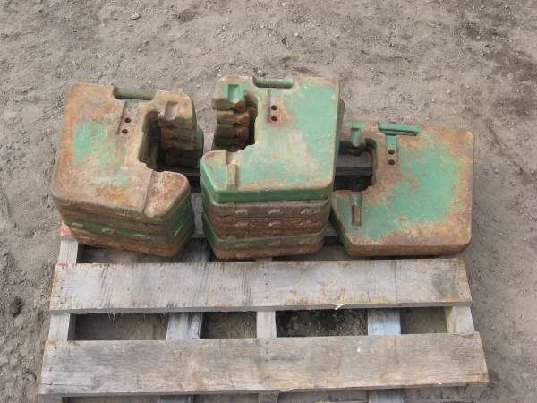 Photo John Deere suitcase wts  Farmall IH wheel weights (NEW MILFORD)
