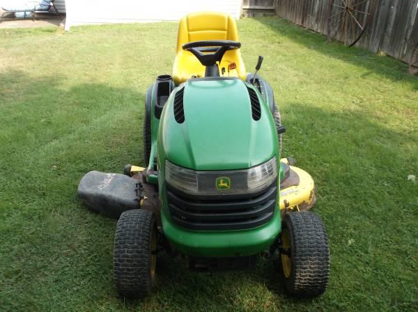 Photo L130 John Deere Garden Tractor - $1,495 (Binghamton)