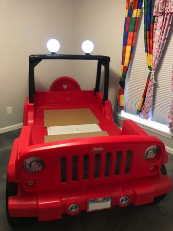 Photo Little Tikes Jeep Wrangler Toddler To Twin Bed - $200 (Afton)