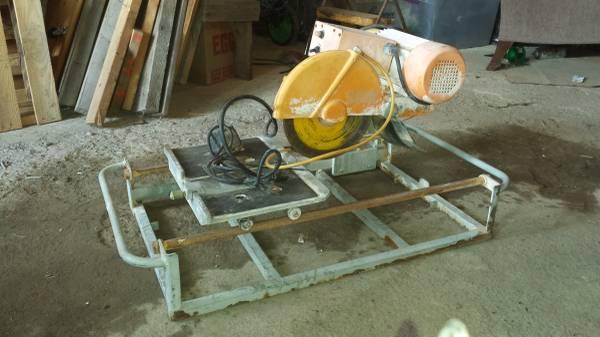 Photo Mk dimond tile saw - $175 (Windsor)