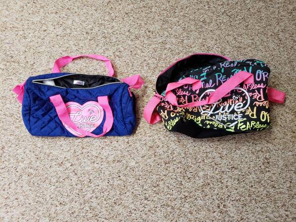 Photo NEW 2 Live Justice Girls Duffel bag Hot pink and Blue  Multi-Color - $10 (Endwell)