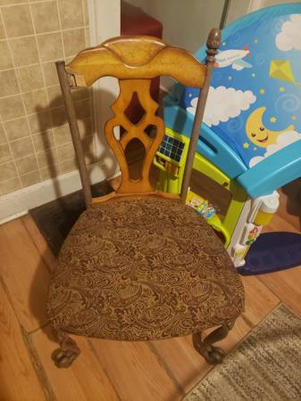 Photo Nice good quality chair as is best offer not $1 - $1 (Endicott)