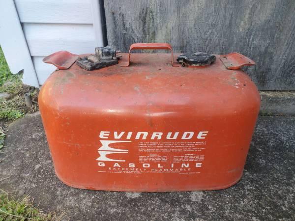 Photo Outboard Motor 6 Gallon Metal Gas Tank Evinrude Johnson - $45 (Cicero)