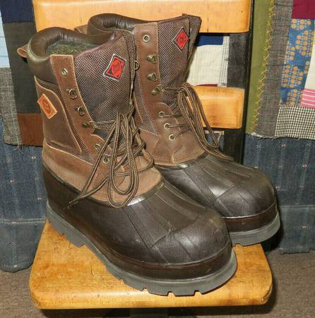 Photo Red Ball Men39s Size 11 Lined Winter Boots - $10 (Norwich)