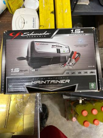 Photo Schumacher XM1-5 1.5 Amp Fully Automatic Power Charger and Maintainer - $50 (Nichols)
