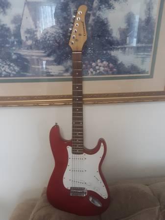 Photo Solid maple hot red electric guitar - $20 (43 moeller apt 2 binghamton)